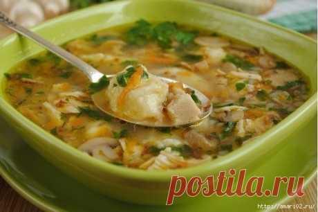 Не раздумывая-готовим гречневый суп с грибами и картофельными клёцками.