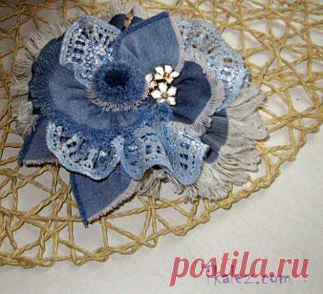 Голубая брошь «Цветок» из джинсовой ткани, урок 3