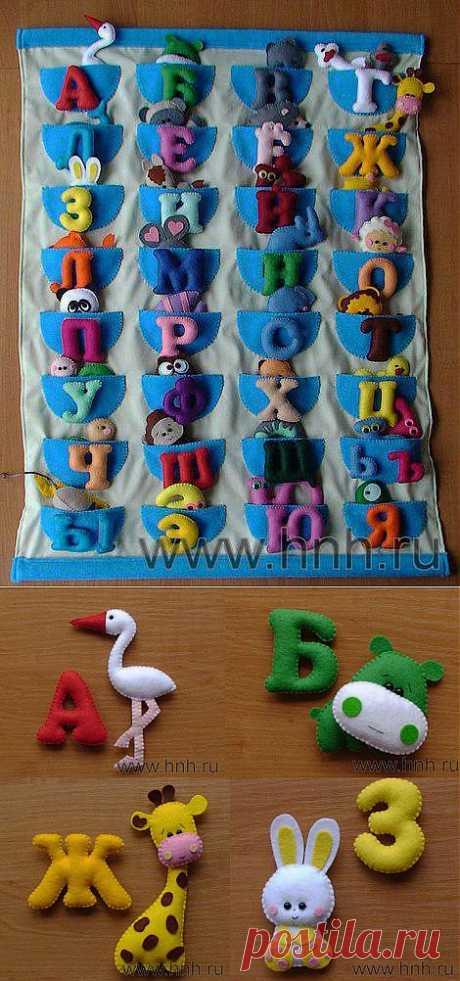 Фетровый алфавит с игрушками из фетра.