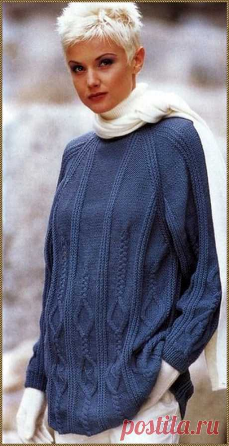 Синий узорчатый пуловер спицами