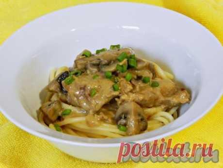 Свинина с грибами в сметанном соусе - 12 пошаговых фото в рецепте