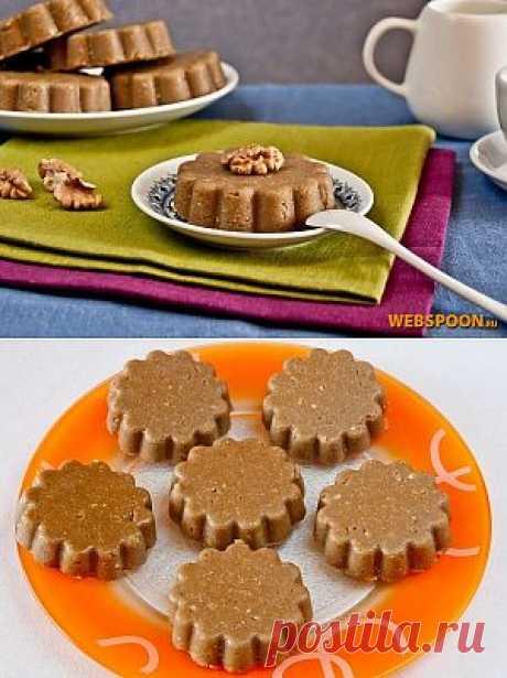 Халва является наиболее популярной восточной сладостью. Изготавливается из сахара, семян или орехов. Родиной этого десерта является Иран, а в переводе с арабского халва означает «сладость».