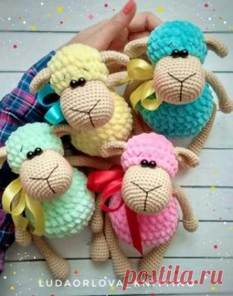 Зефирные овечки амигуруми. Схемы и описания для вязания игрушек крючком! Ох, уж эти зефирные овечки, выглядят невероятно вкусно! Хотите таких же? Тогда бесплатный мастер-класс по вязанию плюшевых овечек от Марии Костюченко…