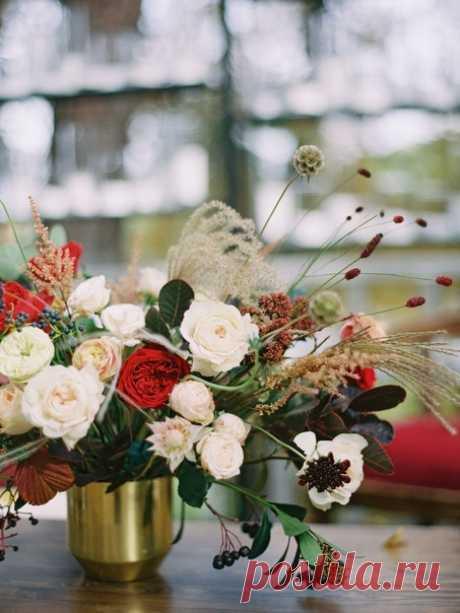 Золотой ковер из шуршащих листьев под ногами, теплые лампочки, церемония на плоту и уютная атмосфера… 💫