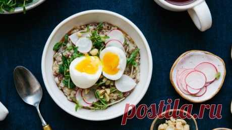 👌 Рецепт рисовой каши с овощами и яйцом, рецепты с фото Рисовая каша — сытный и полезный завтрак на каждый день. А если вкусный завтрак еще включает овощи, пикантные компоненты, арахис и украшен яйцом всмятку, то перед вами ресторанная...