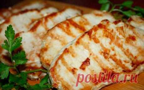 В разных кухнях эскалопом называют ровный, округлый пласт мяса, нарезанный из вырезки, корейки или другой мякоти туши. Э