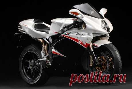 Технические характеристики мотоцикла MV Agusta F4 1000 R 185 mph впечатляют. При весе 192 кг четырехцилиндровый двигатель байка развивает мощность до 166 лошадей. Рабочий объем мотора 998 куб. см,  расход топлива 7 литров на 100 км. До ста км машина разгоняется менее чем за 3 секунды. Максимальная скорость мотоцикла не менее 299км/час.