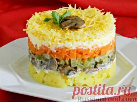 Салат со свининой, фунчозой и яичными блинчиками картинки