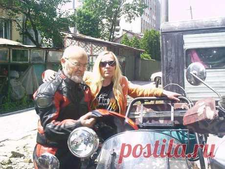 Второй мой байк,  На фото король Украины - Руси Орест - Первый граф Карелин -Романишин. с Оксаной  сзади второе сам - авто.