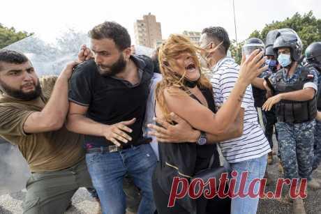«Бейрут плачет» Коммерсантъ Врезультате взрывов в порту столицы Ливана погибли десятки человек. Десятки человек погибли и тысячи пострадали в результате взрывов в порту Бейрута. В городе поврежде…