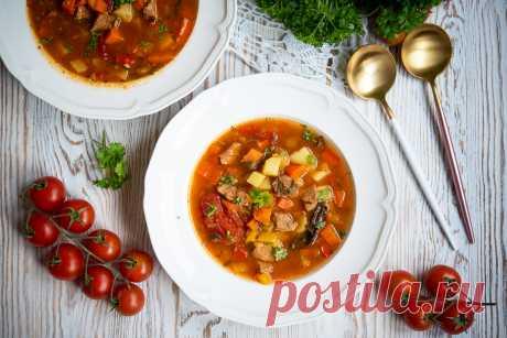 Zupa gulaszowa - Po Prostu Pycha Zupa gulaszowa to sycący i aromatyczny pomysł dla całej rodziny. Do tego rozgrzewająca i niesamowicie smaczna. Zupa gulaszowa jest pyszna.