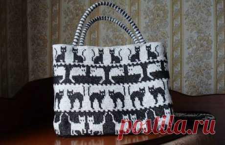 """Сумка-шоппер с кошками, """"ленивым"""" жаккардом, крючком. Схемы. / knittingideas.ru"""