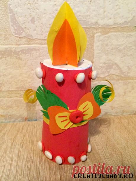 Как сделать свечку из втулки (с шаблоном) Давайте сделаем из простых материалов объемную новогоднюю поделку - свечку. Такой поделкой можно украсить ёлочку вместо электрической гирлянды - это будет