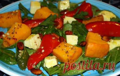 Салат с запеченной тыквой, сладким перцем и сыром Фета