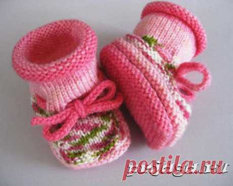 Knitting of bootees spokes for beginners
