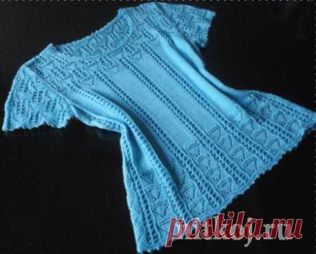 Голубая кофточка спицами