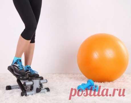 Степпер для похудения: упражнения, эффективен ли дома, польза, сколько заниматься, что лучше - мини степпер, велотренажер, беговая дорожка Вполне подходит степпер для похудения, чтобы использовать дома. Упражнения эффективны для ног. Польза от тренажера приравнена к кардио нагрузкам. Что лучше - мини-степпер, велотренажер, беговая дорожка? Сколько надо заниматься?