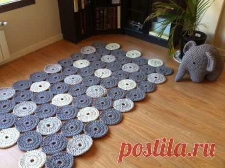 Как связать коврик крючком Если вам приелись коврики в магазинах, если хочется нового, оригинального, то пора...