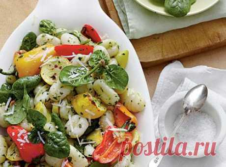 Клецки из манки с овощами гриль и соусом песто из шпината