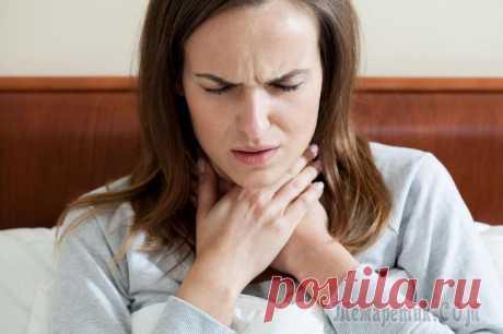 Постоянная слизь в горле — причины и лечение Скопление слизи в горле – неприятное ощущение, вызывающие дискомфорт, особенно если мокрота собирается постоянно. Многие люди не обращают внимание на это явление и не спешат к врачу, надеясь, что слиз...