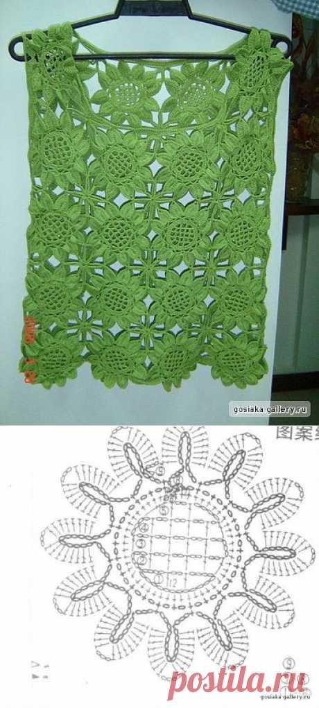 Зелёненький цветочными мотивами.