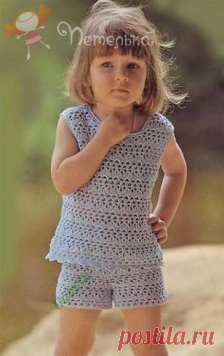 #вязание #крючком #спицами #схемы #рукоделие #творчество #амигурами #ажур #араны #схемыузоров #handmade #knitting #хендмейд #модели #узоры Топ и шорты на девочку.  Размер 80-86 (на 2 года). Вам потребуется: 200 г голубой пряжи Alpina «LILY» (100% хлопок, 50 г/ 175 м, №080); крючок №2; 60 см тесьмы-резинки. Показать полностью…