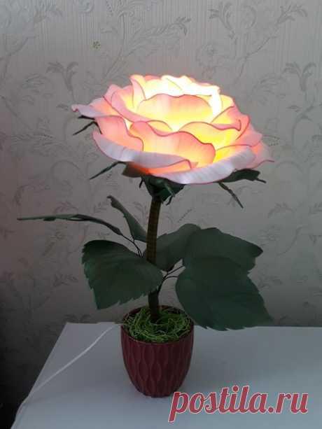 Здравствуйте.   Роза - малышка.   Высота 50 см, диаметр 30 см. Выполнена из изолона 2 мм, тонировка масляной пастелью.   #роза@dekormbuketa #светильник@dekormbuketa