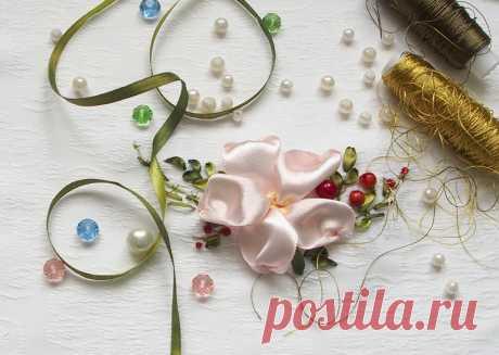 Вышивка лентами для начинающих: миниатюра с цветком — Мастер-классы на BurdaStyle.ru