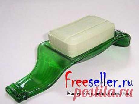 La jabonera de la botella de plástico.