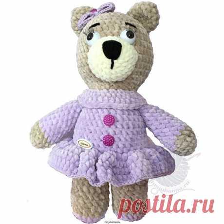 Плюшевая мягкая медведица в фиолетовом платье с бантиком, 30 см. Плюшевая медведица в фиолетовом платье30 см — Игрушка, выполненная из плюшевой пряжи основной цвет игрушки бежевый в фиолетовом платье, на платье применены складки, которые хорошо в свою очередь подчеркивает элемент платья. Также на изделии присутствуют пластиковые элементы это глаза (с ресничками).