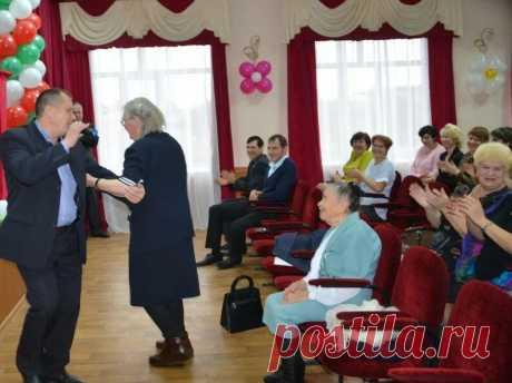 Как пенсионеров нашего подъезда окрылила новость о доплатах с 75 лет (не подведи, Госдума, не подведи) | Mun Ira | Яндекс Дзен