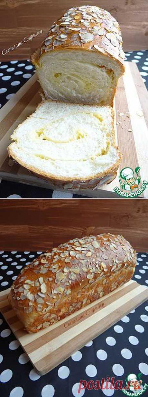 Сладкий хлеб со сливочной прослойкой и миндальными лепестками - кулинарный рецепт