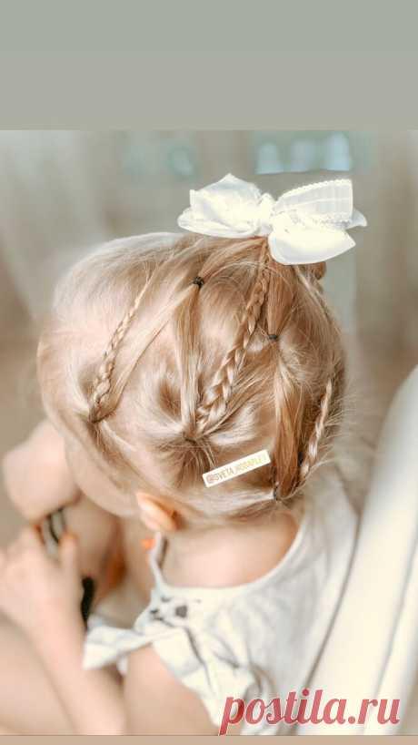 Высокая коса из хвоста украшенная прядями и косами | LittleMods | Яндекс Дзен