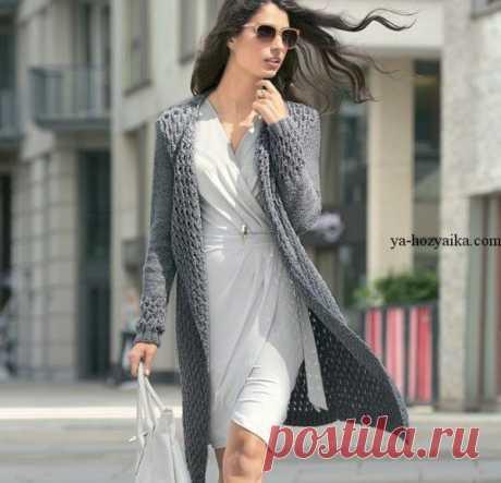Пальто рельефным узором спицами. Схема узора для женского пальто спицами