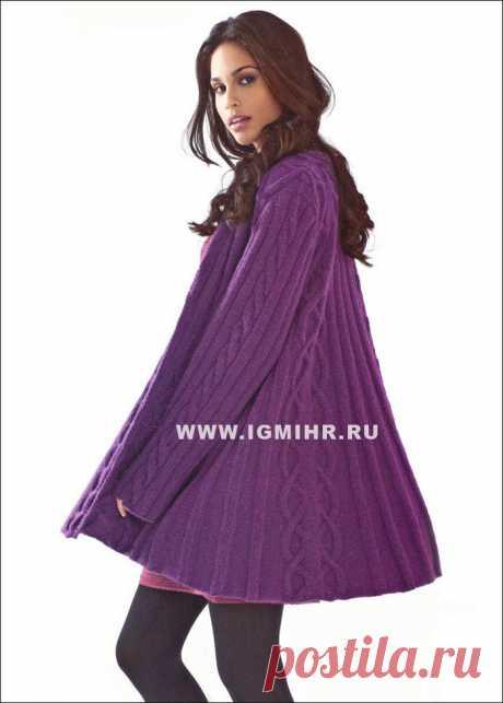 Короткое фиолетовое пальто с косами и резинкой,  от Lana Grossa.