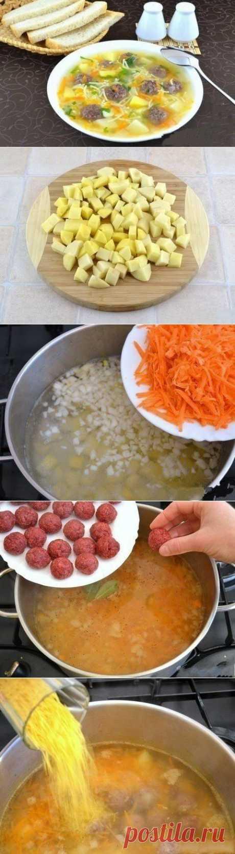 """""""Сытный суп с мясными фрикадельками""""  Ингредиенты: - 500 г картофеля - 300 г фарша (я использовала говяжий) - 150 г лука - 150 г моркови - 50 - 100 г мелкой вермишели - 2 ст.л. манки - 2 лавровых листа - полпучка петрушки - соль - перец"""