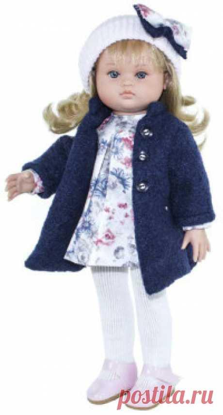Кукла Нэни, в синем пальто и белой шапке Испанская компания Magic Baby представляет серию кукол Нэни (Nany), которые подарят ребенку бесчисленные часы радости и детства! Это классическая игрушка для девочек, c внешностью, остающейся неизменной даже через поколения. Малышка полностью изготовлена из винила с ароматом ванили, ножки...