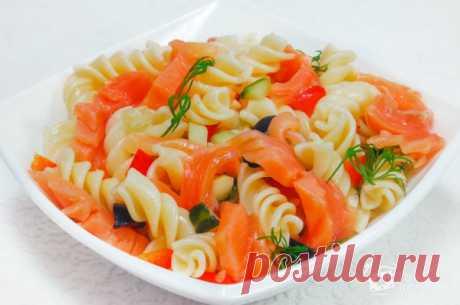 Салат с макаронами (теплый, с сыром): рецепты с фото пошагово