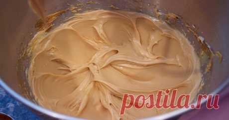 Самый вкусный и универсальный карамельный крем - Калейдоскоп событий Попробуйте приготовить карамельный крем. Его легкий вкус и нежность покоряют с первого раза. Таким кремом можно промазывать коржи, использовать его в качестве начинки для пирожных. Также он подойдет для украшения […]