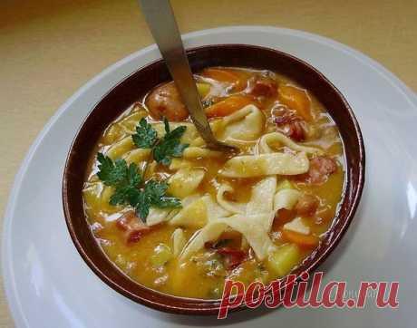 Фасолевый суп с домашней лапшой.