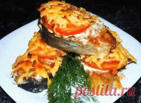 Горбуша, запеченная с помидорами