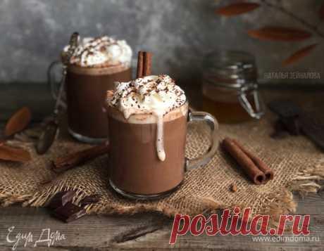 Горячий шоколад с медом и корицей , рецепт с ингредиентами: молоко, шоколад черный горький, мед