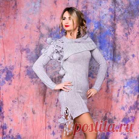Эксклюзивное платье связано на заказ для Ксюши из итальянского кашемира/мереноса/вискозы FILATI подчеркивает стройную фигуру, придает женственность и элегантность своей простотой. Милые помпончики добавляют лёгкой игривости. Помпон – это один из новых трендов этого сезонов2017г. Фотограф #RitaBobkova.#смоленск #knit_studio_yuliya #вязание #knitting #платьесвитер #трикотаж #oversize #кашемир #будьстильной#moda #style#туники #свитера #ручнаяработа #хендмей #люблювязать #назаказспицами #платьеоверс