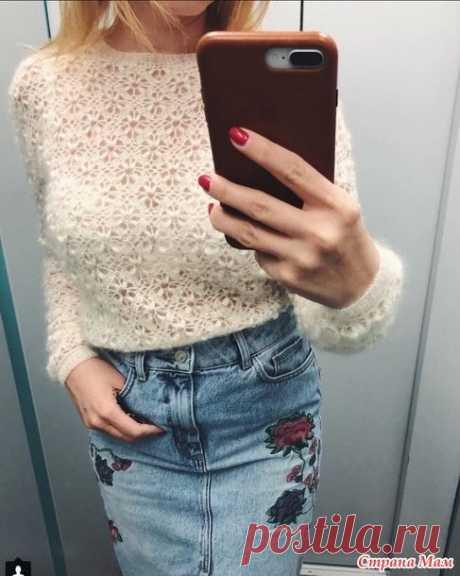 Всем привет! У меня обновка Увидела я в инете свитер от Алёны Завеля. Ну очень он мне прям запал в душу. Захотелось такой связать. Начала искать схему, сама не нашла.
