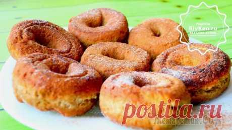 Пончики за 15 минут или бабушкины калачики Ингредиенты: мука - 200 г.разрыхлитель - 1 ч.л.сахар - 3 ст.л.яйца - 2 шт.молокорастительное масло - 25 г.сахарная пудракорицаПриготовление:1. Смешать муку, сахар и разрыхлитель. Одно яйцо смешать с м...