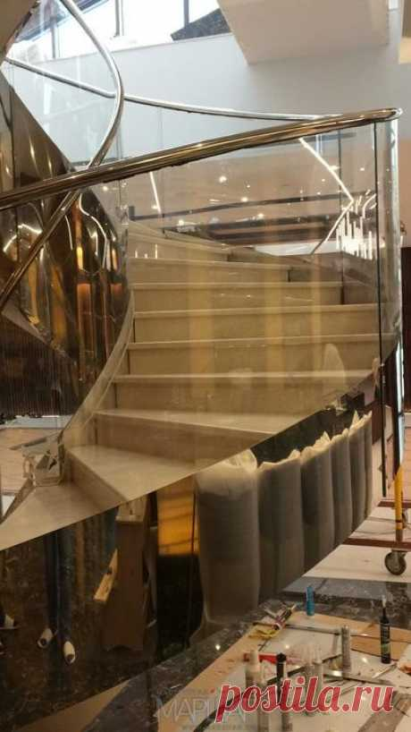 Изготовление лестниц, ограждений, перил Маршаг – Моллированные перила из стекла