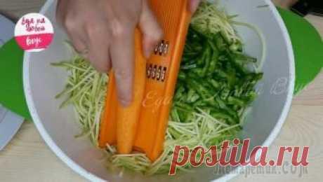 Салат на зиму, который вы еще не заготовили! Интересный, в меру острый и пряный салат из кабачков, моркови и перца на зиму. Зимой расходится всегда, так что смело можно готовить больше. Приготовление легкое и доступное. Удачных заготовок!Ингреди...