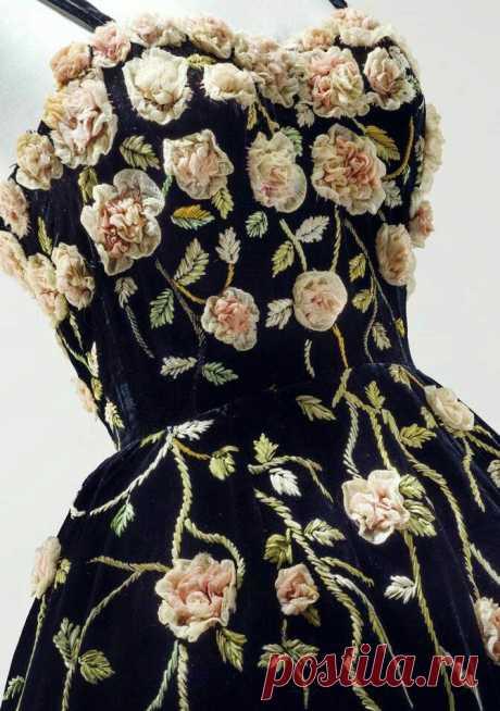 Цветы из ткани в работах дизайнеров и мастеров вышивки – Ярмарка Мастеров