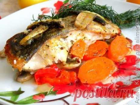 Жареная рыба с овощами и грибами