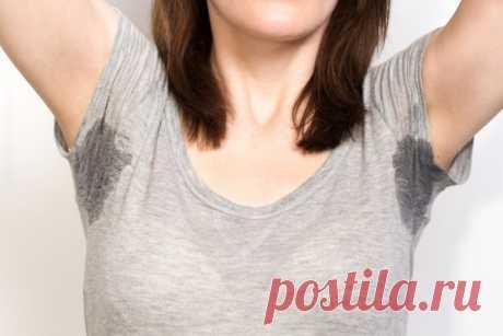 Действенные способы, как отстирать желтые пятна на подмышках и белые следы с одежды